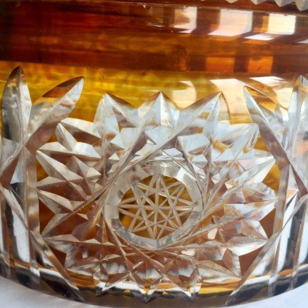 Bombonera de cristal tallado antigua