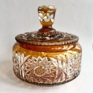 Bombonera de cristal tallado de Bohemia