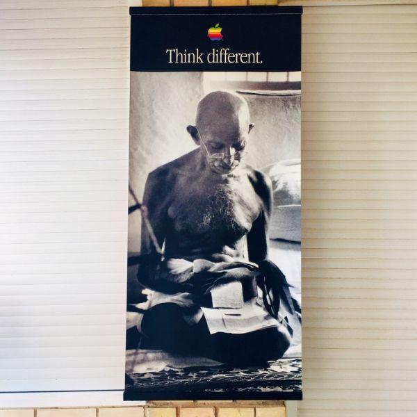 Cartel Think Different Gandhi