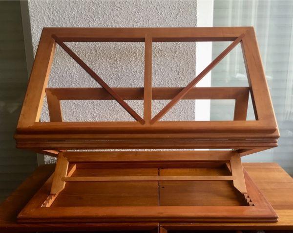 Atril de madera noble artesanal, plegable y articulado