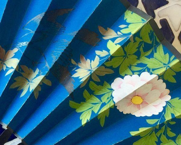 Abanico chino de papel pintado con madera lacada y nácar