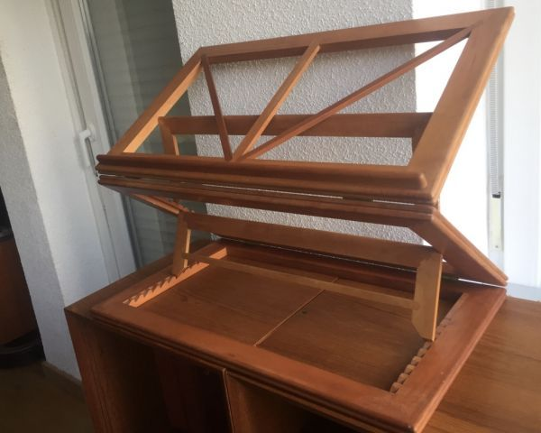 Gran Atril de madera noble artesanal, plegable y articulado