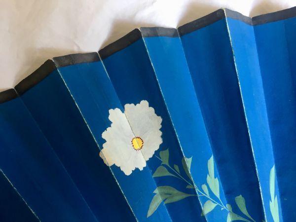 Abanico pericón de papel pintado a mano con nácar
